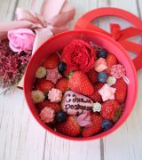 Круглая коробочка с розой